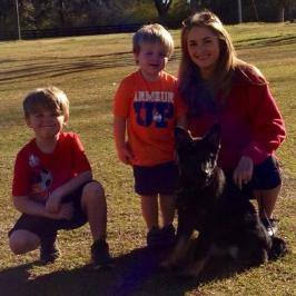 evAns family with new PSD Puppy